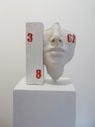 Béatrice Bizot - Flying Numbers - Ciment brut